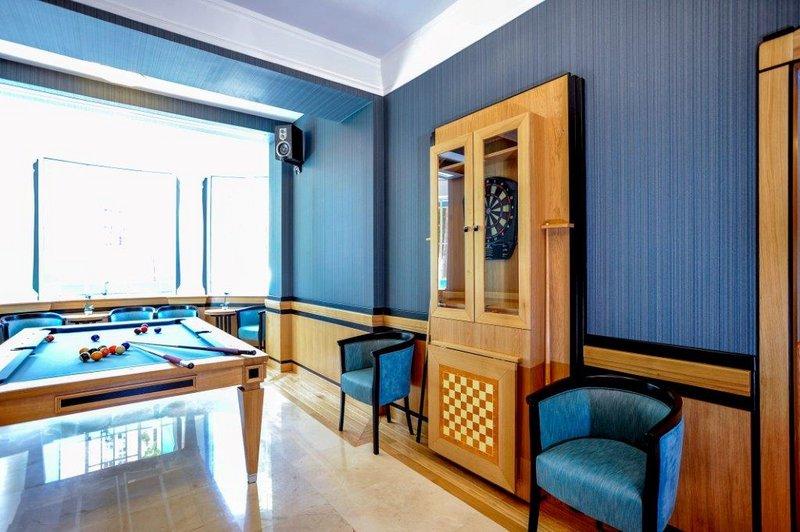 dartschrank selber bauen couchtische aus eiche und edelstahl schrank f 252 r dartscheibe. Black Bedroom Furniture Sets. Home Design Ideas